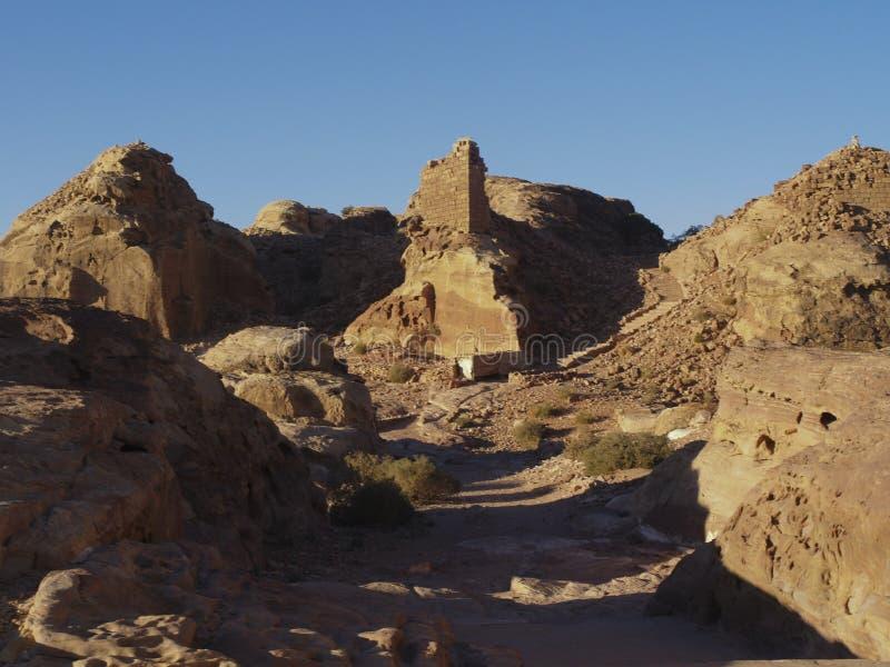 Petra  Raqmu - ιστορικές καταστροφές της αρχαίας, πόλης βράχου του Nabatean Arabians Βρίσκεται στη νοτιοδυτική Ιορδανία Είναι επί στοκ εικόνα