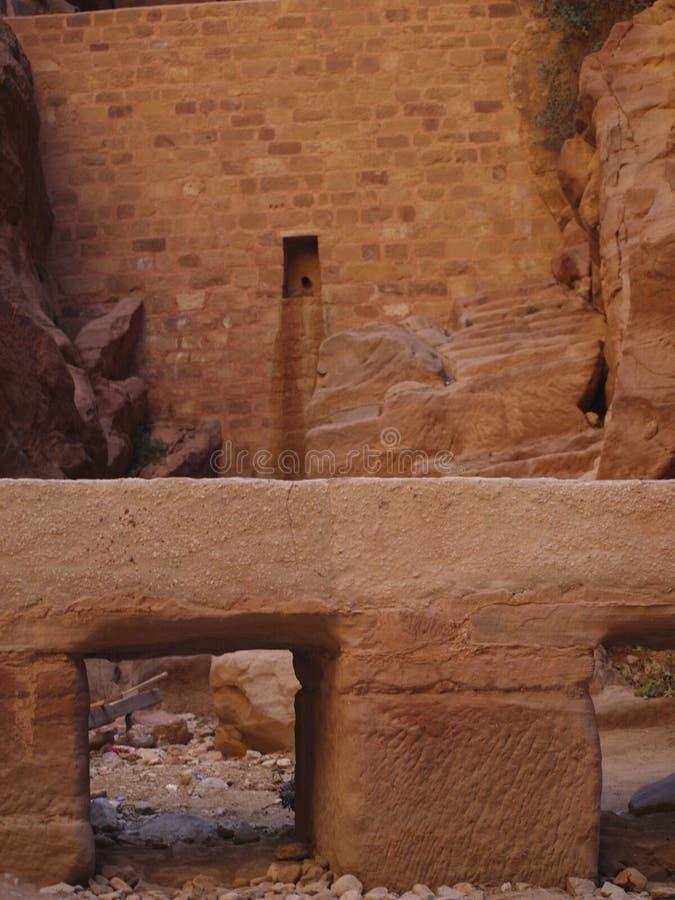 Petra  Raqmu - ιστορικές καταστροφές της αρχαίας, πόλης βράχου του Nabatean Arabians Βρίσκεται στη νοτιοδυτική Ιορδανία Είναι επί στοκ εικόνες