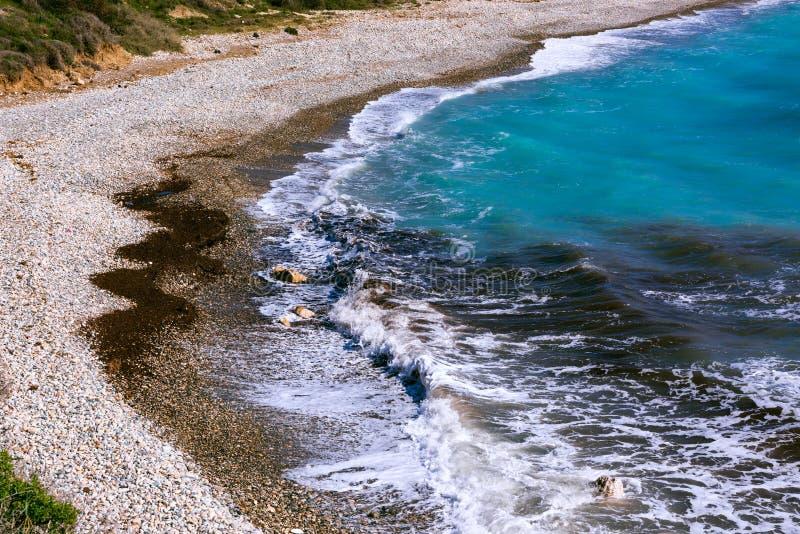 Petra tou Romiou linia brzegowa, tak?e zna? jako Aphrodite ska?a, Pafos teren, Cypr zdjęcia stock