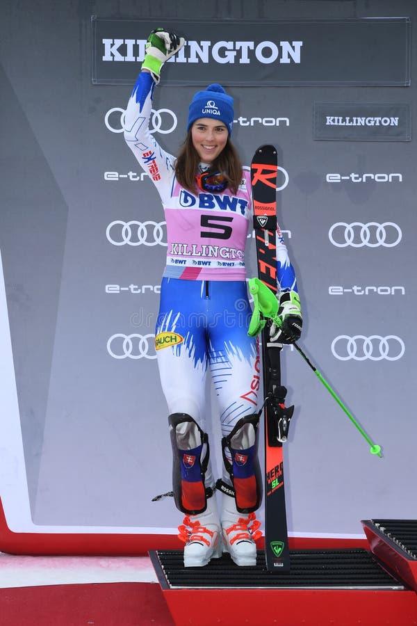 Petra Vlhova av Slovakien i det andra stället firar på podiet under kvinnornas slalom arkivfoto