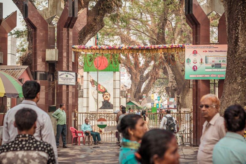 Petrapole Benapole, l'Inde, le 1er mai 2019 - PICS de Bangabandhu Sheikh Mujibur Rahman, père fondateur de la nation et les gens photographie stock
