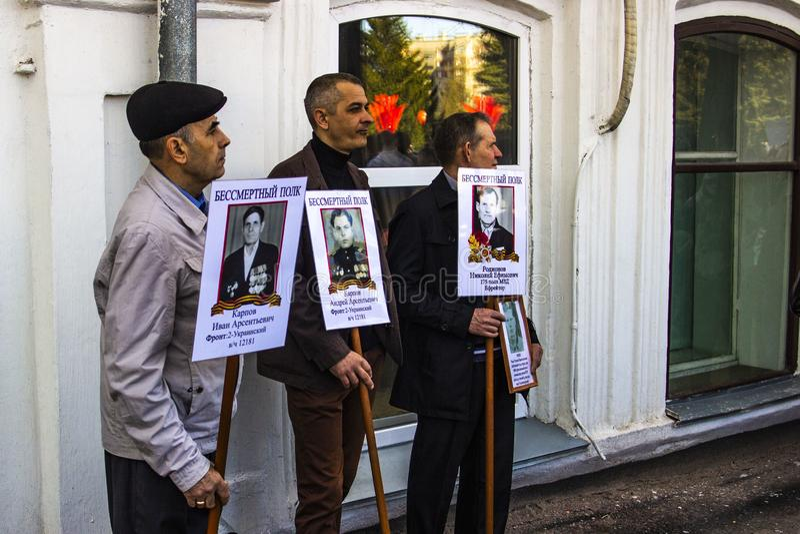 PETRAVLOSK 9 DE MAYO DE 2018: residentes en la procesi?n memorable foto de archivo libre de regalías