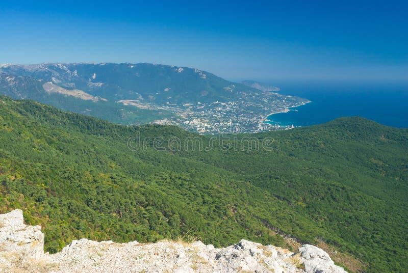 petri för ai-stadsberg sikt yalta royaltyfri foto
