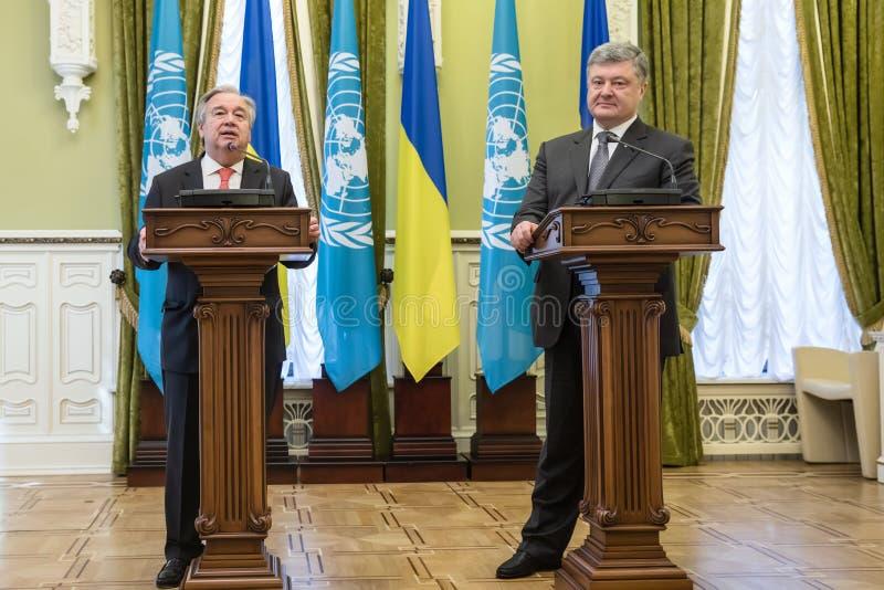 Petro Poroshenko και Η.Ε Γενικός Γραμματέας Antonio Guterres στοκ εικόνα με δικαίωμα ελεύθερης χρήσης