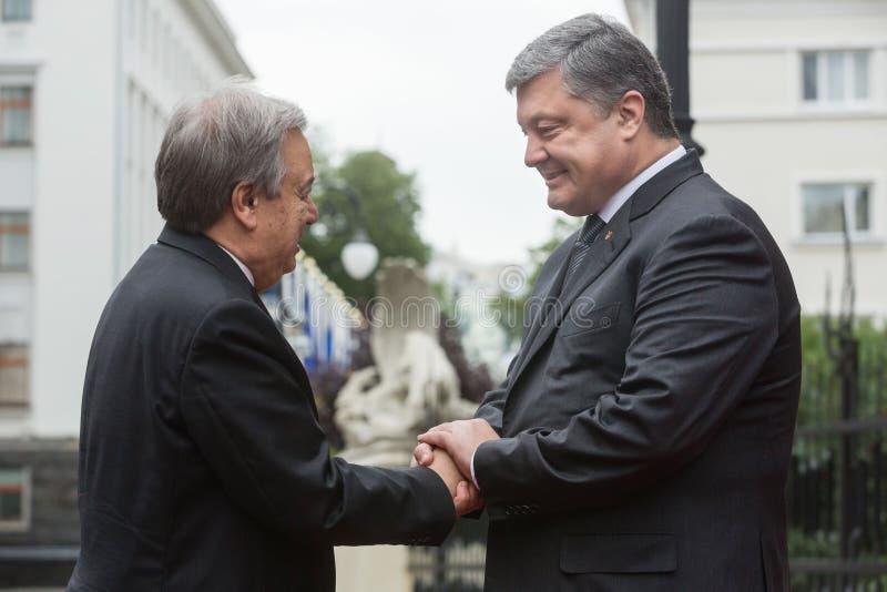 Petro Poroshenko και Η.Ε Γενικός Γραμματέας Antonio Guterres στοκ φωτογραφία