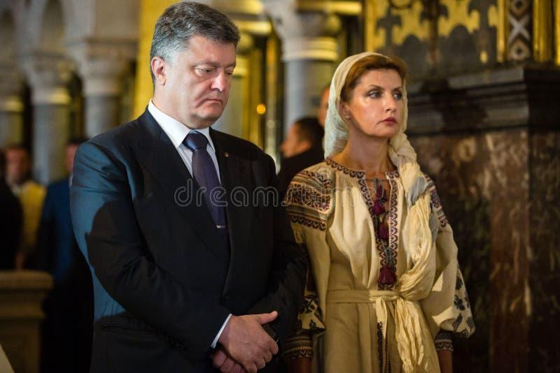 Petro Poroshenko bij feestelijke liturgie bij St Vladimir Patriarchal stock afbeelding