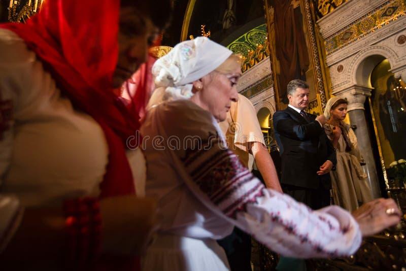 Petro Poroshenko bij feestelijke liturgie bij St Vladimir Patriarchal stock foto