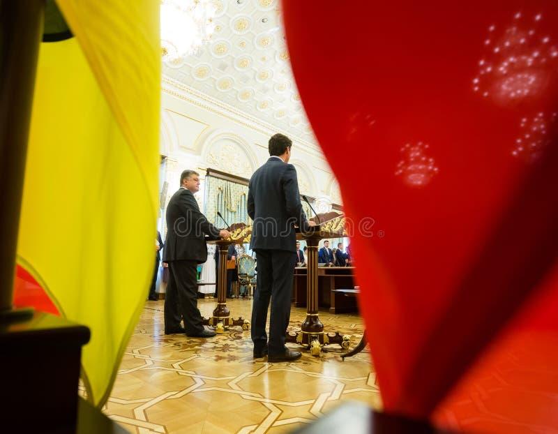 Petro Poroshenko et Justin Trudeau image stock