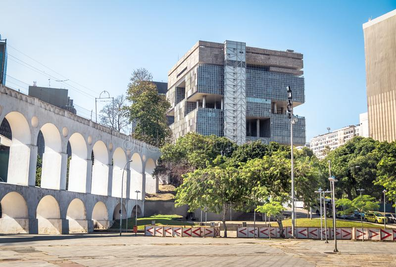 Petrobras Oil Company总部大厦和卡约埃尔考斯da Lapa曲拱-里约热内卢,巴西 库存照片