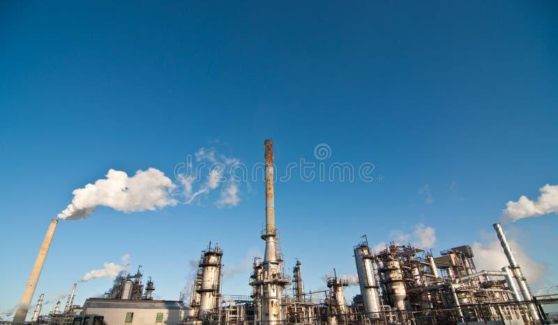 Petrochemische Raffinerie-Anlage lizenzfreie stockfotografie