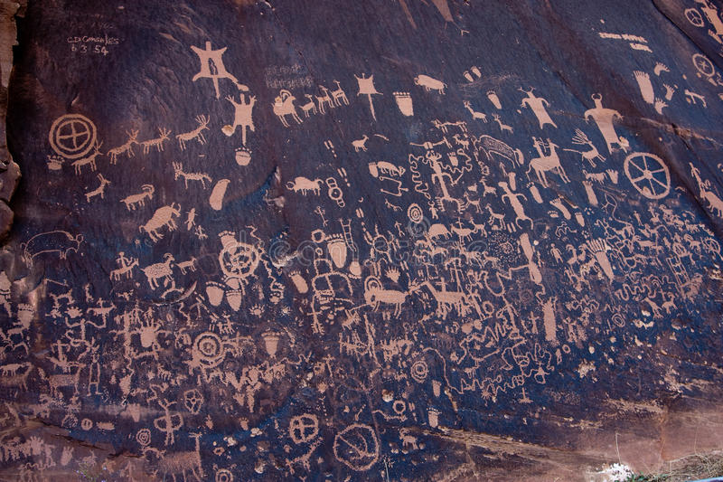 Petroglifos del nativo americano, roca del periódico, Utah foto de archivo libre de regalías