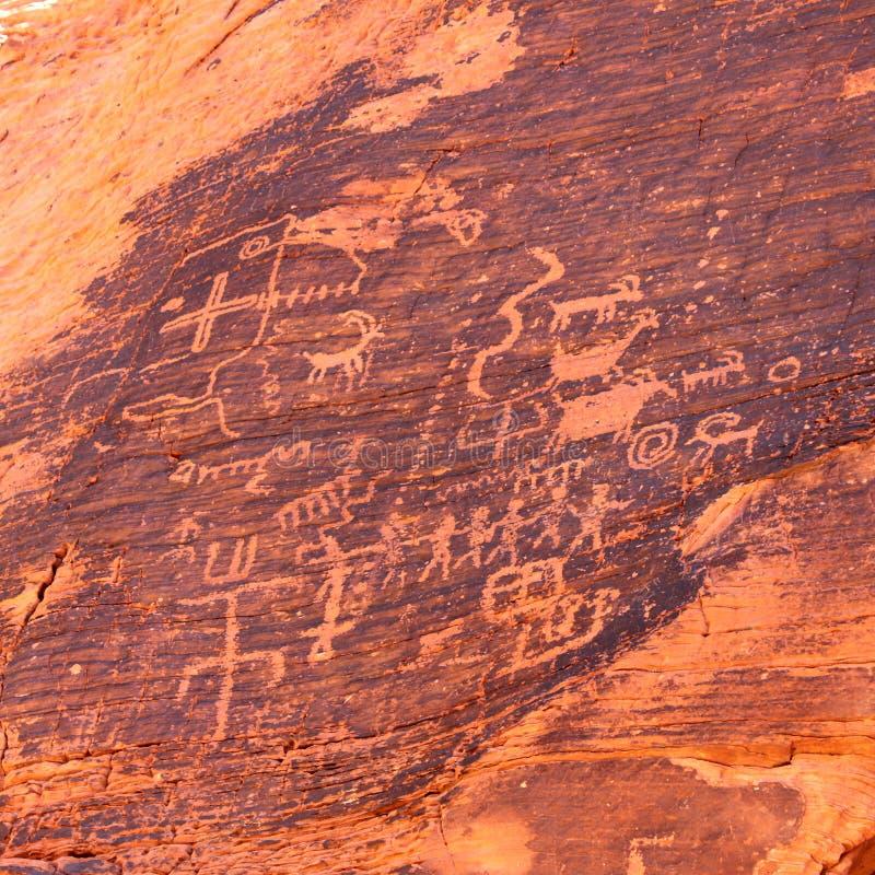 Petroglifos en el valle del fuego - Nevada foto de archivo libre de regalías