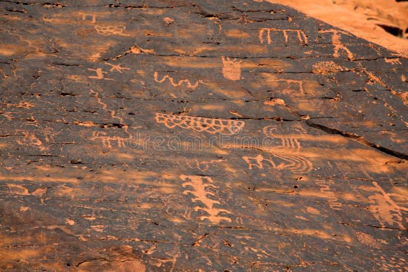 Petroglify w dolinie ogień obrazy royalty free