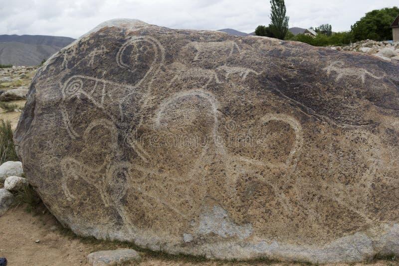 Petroglyph antigo situado em Cholpon Ata, Issyk-Kul, Quirguizistão imagens de stock