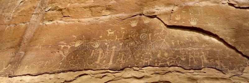 Petroglyphen auf Mesa Verde National Park-Klippenwand stockbilder