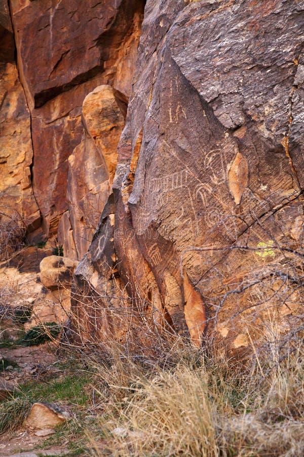 Petroglyphen des amerikanischen Ureinwohners stockfotos