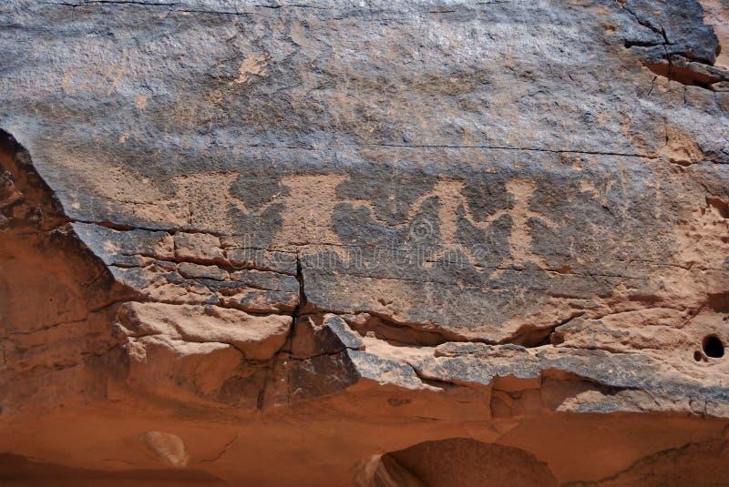 Petroglyphen (FelsenCarvings) lizenzfreie stockfotos