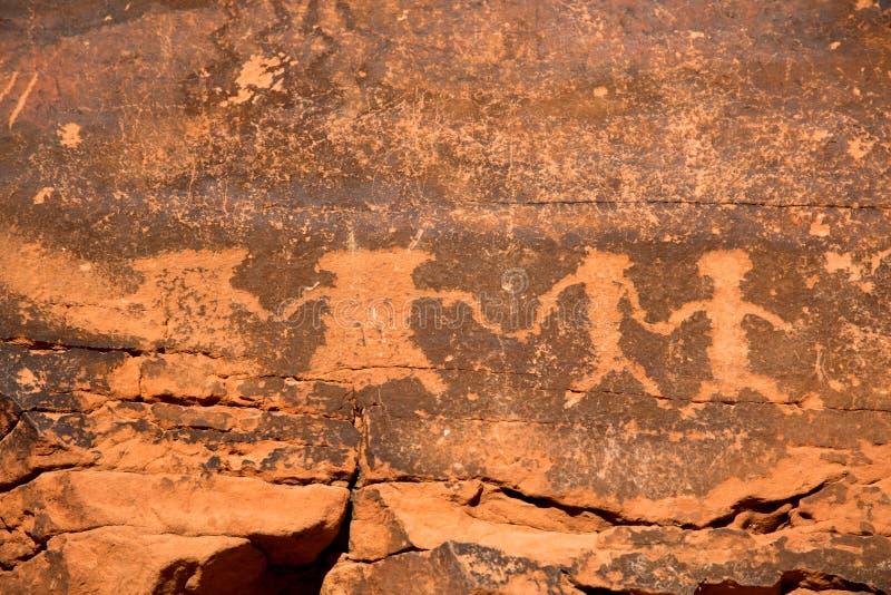 Petroglyphen im Tal des Feuers stockfotografie
