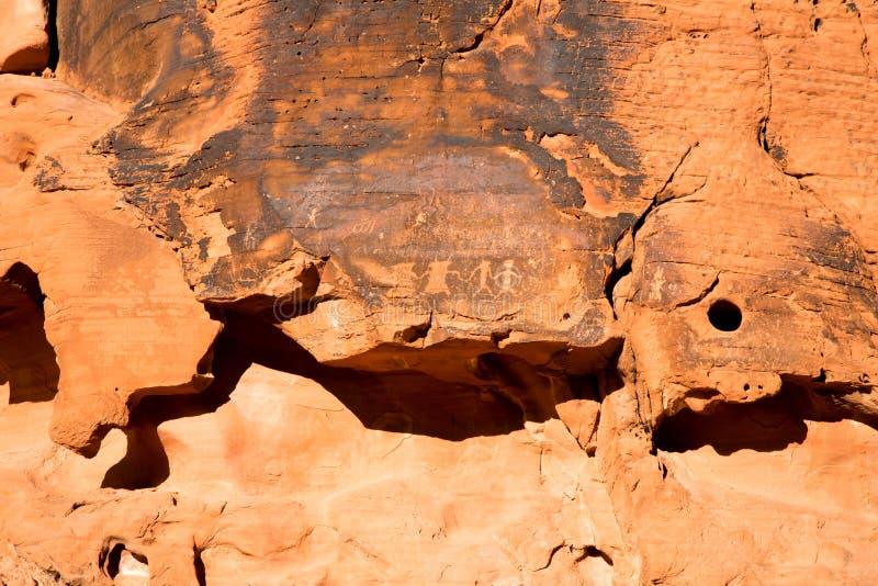 Petroglyphs στην κοιλάδα της πυρκαγιάς στοκ φωτογραφία