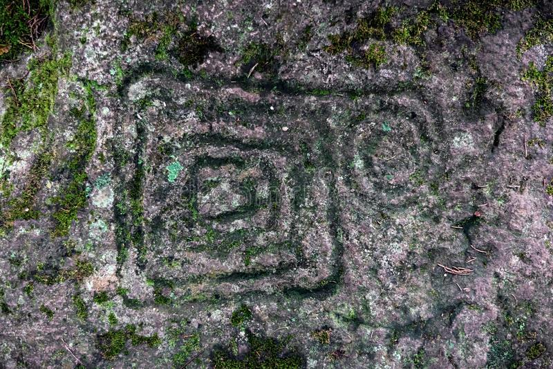 Petroglyphs antigos cinzelados pelos tribos A do Carib imagens de stock
