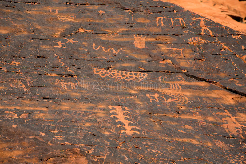 Download Petroglyphs In The Valley Of Fire Stock Image - Image: 34066739