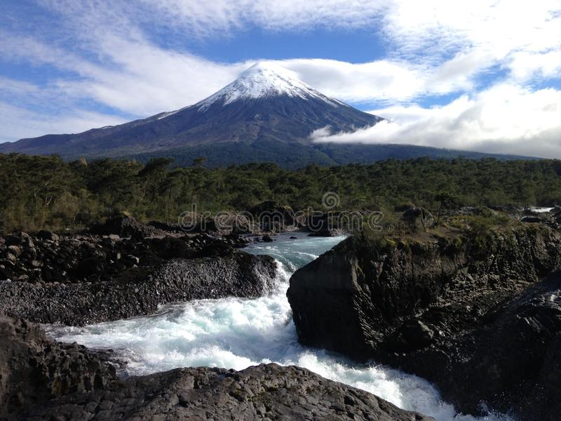 Petrohue baja en la Patagonia Chile imagen de archivo libre de regalías