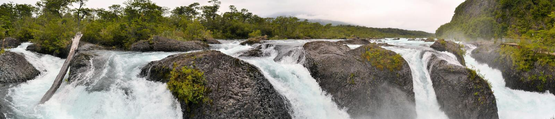Petrohue vattenfall i Chile, Patagonia royaltyfri bild