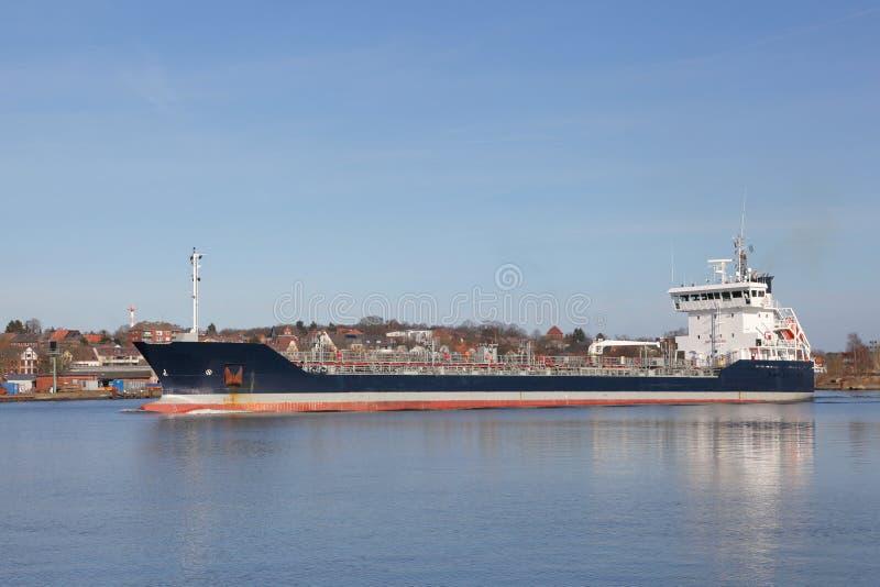 Petroleiro no canal de Kiel foto de stock