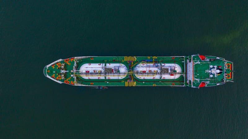 Petrolero aéreo del LPG de la visión superior, importación del negocio y transporte logísticos del petróleo y gas de la exportaci foto de archivo