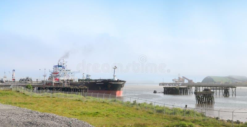 Petrolero Kandilousa en el puerto fotos de archivo