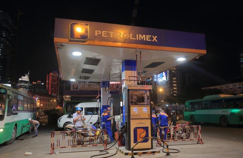 Petrolimex汽油加油站胡志明市越南 免版税库存图片