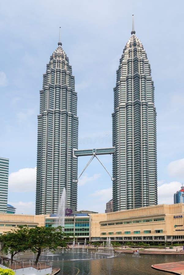 Petronas bliźniaczych wież Symfoni jezioro Kuala Lumpur fotografia royalty free