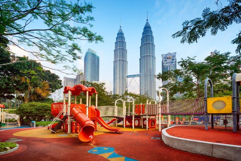 Download Petronas Góruje, Kuala Lumpur, Malezja - Obraz Stock - Obraz złożonej z budujący, budynek: 41950357