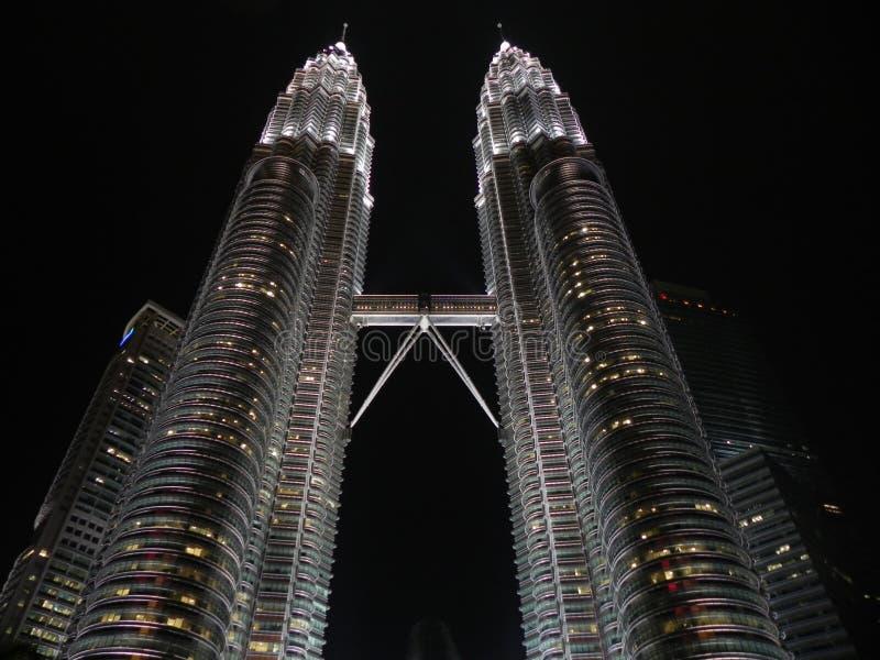 Башня Petronas во время Nighttime стоковая фотография