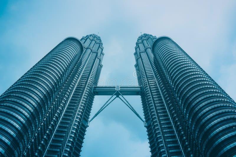 Petronas ragt Kuala Lumpur hoch stockfoto