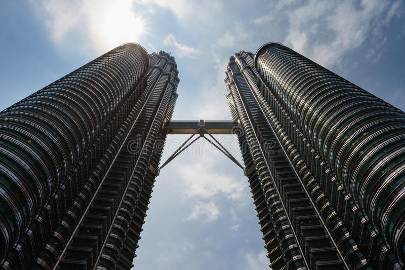 Petronas Tweelingtorens bij middag stock afbeeldingen