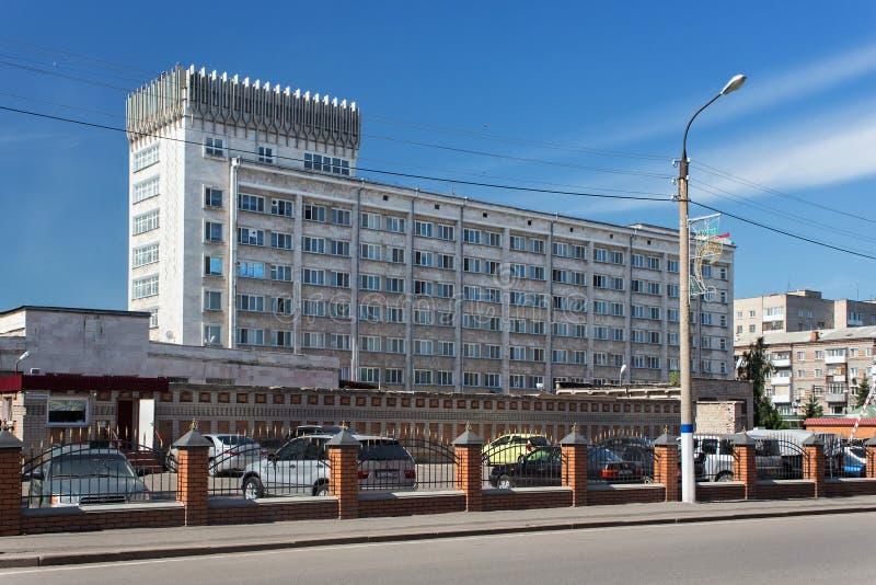 PETROPAVL, IL KAZAKISTAN - 24 LUGLIO 2015: Hotel multipiano di Kyzyl Zhar Il vecchio monumento storico è stato costruito nei peri immagine stock