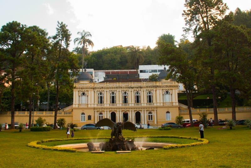 Petropolis, Brasil: Conselho Municipal amarelo do palácio, Palacio Amarelo, Camara Municipal, Rio de janeiro fotografia de stock