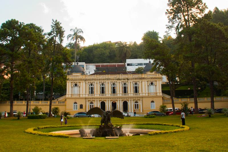 Petropolis, Brasile: Giunta comunale gialla del palazzo, Palacio Amarelo, Camara Municipal, Rio de Janeiro fotografia stock