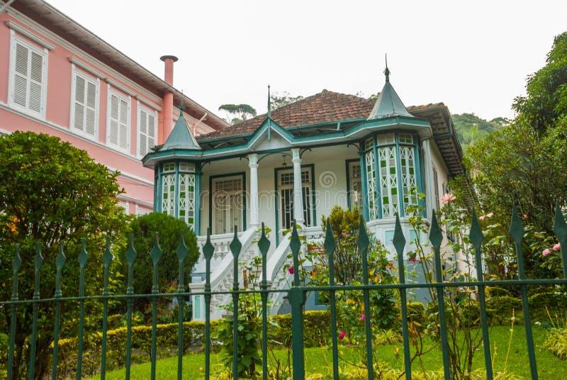 PETROPOLIS, RIO DE JANEIRO, BRASIL: Casa de campo velha bonita em Petropolis imagens de stock royalty free