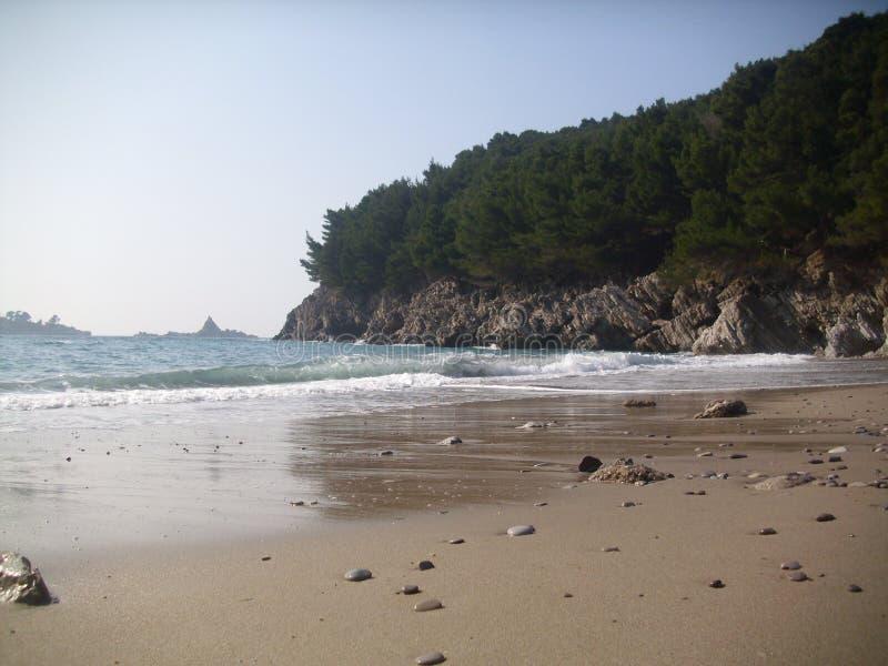 Petrovac, la ciudad vieja, playa de Montenegro neearby fotos de archivo