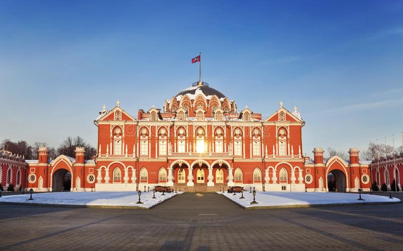 Petrovsky putevoy palace in de winter, Moskou, stock fotografie