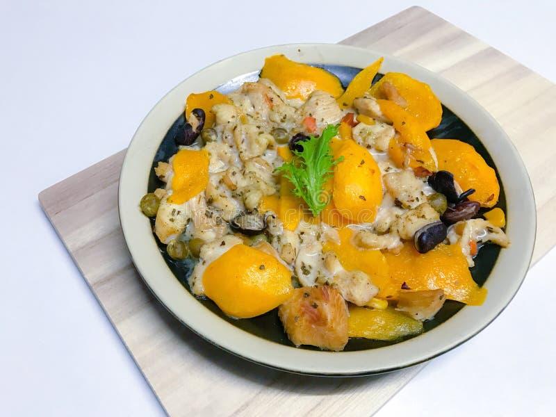 Petto di pollo cotto a vapore con la prugna o plango & x28 mariani tailandesi dolci maturi; mango& x29 della prugna; immagini stock libere da diritti