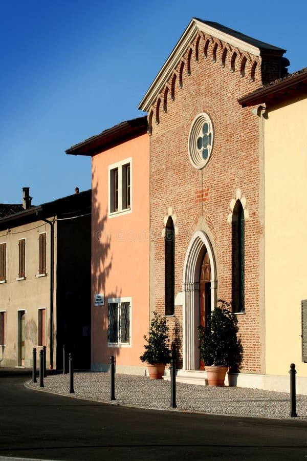 Peu d'église italienne photographie stock libre de droits