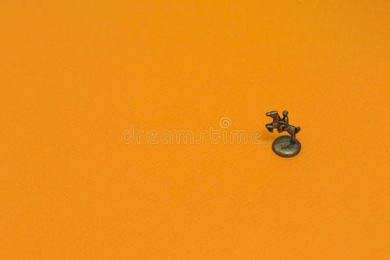 Peu de chiffre en métal de vapeur de fond de cavalier photos stock