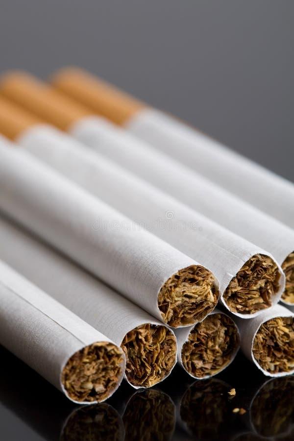 Peu de cigarettes photo libre de droits