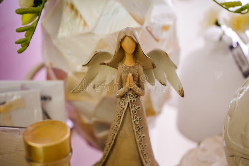 Peu de décoration blanche de style de vintage d'ange gardien photos stock