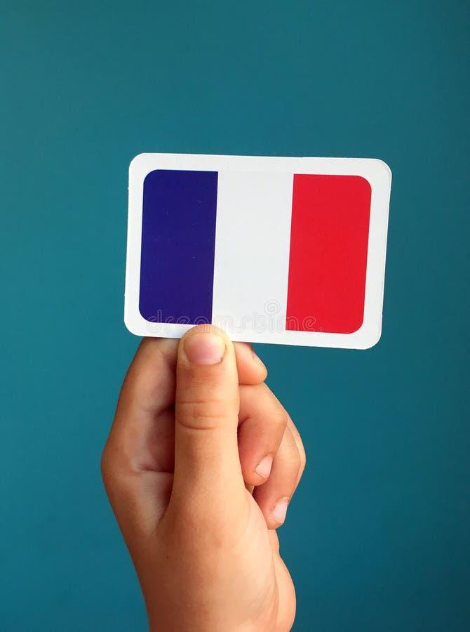 Peu de drapeau français dans la main photo libre de droits