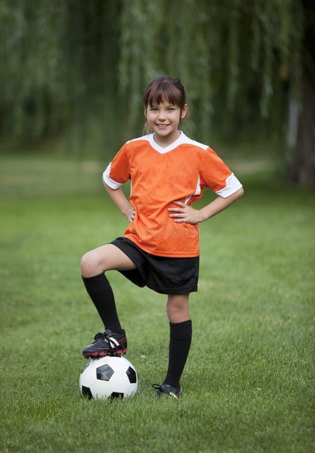 Peu de fille du football photo libre de droits
