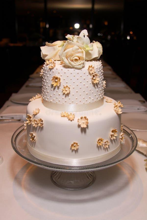 Peu de gâteau de mariage classique - 2 images libres de droits